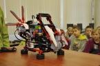 Robot hravě a velmi rychle složí Rubikovu kostku