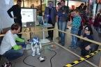 Ukázka robotů na jedné z popularizačních akci pro veřejnost
