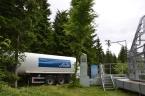 Zásobník CO2, zplyňovač a klimatizační jednotka vedoucí oxidem uhličitým obohacený vzduch do sféry