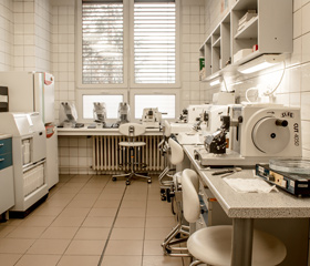 Laboratorní prostory pro výuku bakalářů a mediků LF OU