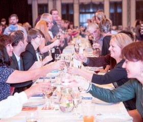 Večeře pro všechny zaměstnance Ostravské univerzity - slavnostní přípitek k výročí 25 let OU