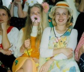 Studentky v majálesových kostýmech - Majáles 1998