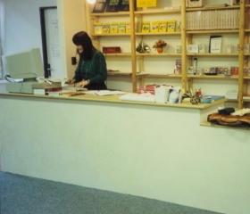 Univerzitního knihkupectví - dnešní Voliéra 1998