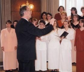 Vysoupení Vysokoškolského pěveckého sboru pod vedením prof. Lumíra Pivovarského 1998