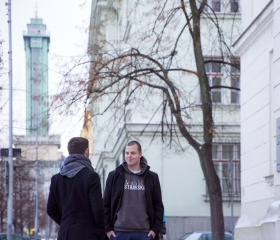 Studenti Ostravské univerzity před Přírodovědeckou fakultou