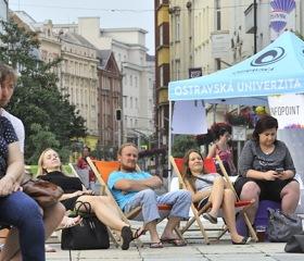 Večerní pohoda na Masarykově náměstí