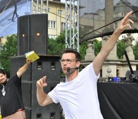 Známé gesto Usiana Bolta - LiStOVáNí