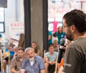 Docent Hradecký přednáší o rezonujícím tématu: sucha vs. povodně, stavba přehrad vs. ochrana přirozeného toku