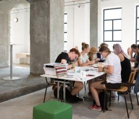 Uklidňující kreativní svět workshopů uprostřed festivalové vřavy