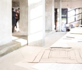 Zadní prostor přízemí bývalé kompresorovny, ideální místo pro cvičení kresby perspektivy
