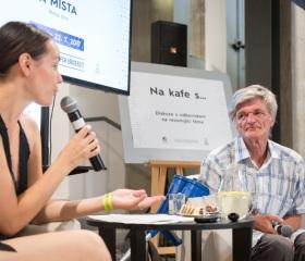 Diskuze s Eliškou Černou z FSS a Evženem Vojkůvkou o problematice bydlení a rapid re-housingu
