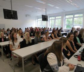 Imatrikulace Fakulty sociálních studií OU