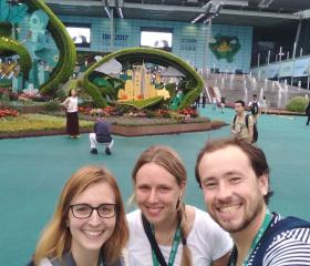 Studenti na mezinárodní konferenci: Zleva: Lucie Fialová, Zuzana Skoupá, a Petr Pyszko.