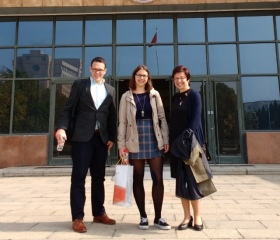 A Czech-Chinese welcome at Hebei GEO University main entrance (from the left: Richard Conaway, Hana Redererová, Renáta Tomášková