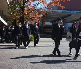Středoškoláci v kampusu Ryukoku University v Kjótu
