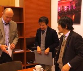 Výměna darů s japonskou delegací