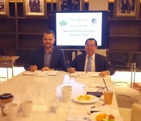 Slavnostní podepsání smlouvy s rektorem Michaelem J. K. Chenem na Shih Chien University