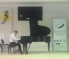 Úspěch mladého klavíristy v maďarském Vácu