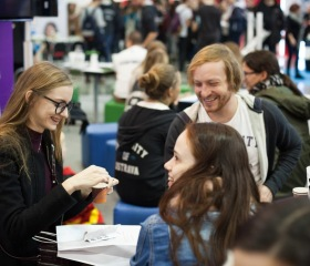 Vítězná expozice Ostravské univerzity na evropském veletrhu pomaturitního vzdělávání Gaudeamus Brno 2018 na brněnském výstavišti
