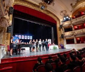 Slavnostní zasedání Vědecké rady OU v Divadle Antonína Dvořáka s promocemi doktorandů, předáváním jmenovacích dekretů docentům a udělením titulu doctor honoris causa Miloši Štědroňovi, 7.října 2019