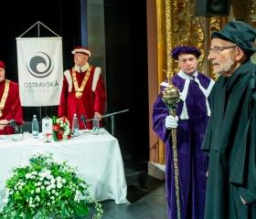 Ostravská univerzita udělila titul doctor honoris causa prof. Miloši Štědroňovi
