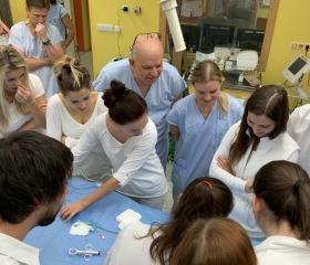 Studenti si vyzkoušeli pomocí simulátoru zákroky uvnitř cévy