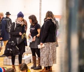 Celkem třicet českých a slovenských autorů představilo unikátní časovou osu mapující vývoj svobody a demokracii od konce totality až po současnost. 13.11.2019, Galerie Fakulty umění (GAFU) na ulici Českobratrská16