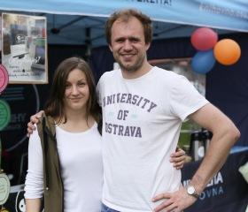 Majáles Ostrava je největší studentskou akcí v Ostravě a je jedním z posledních majálesů, který organizují opravdu studenti. Ostravská univerzita je stálým partnerem této studentské akce a každoročně se na něm podílí také svou chill-out zónou se skvělou atmosférou a vždy něčím navíc – v roce 2019 to byl třeba zábavně-poučný stánek mediků z naší Lékařské fakulty IFMSA – International Federation of Medical Students Associations (Mezinárodní federace asociací studentů medicíny) a náborové místo potenciálních dárců kostní dřeně ve spolupráci s ALMA MATER Bohumín.