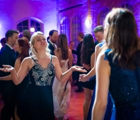 Reprezentační ples Ostravské univerzity 2020 ve Starých koupelnách (Brick House) bývalého Dolu Hlubina v Dolní oblasti Vítkovice
