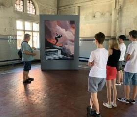 Vedoucí KVV Milan Cieslar během výtvarného workshopu pro žáky ZUŠ na Dole Michal