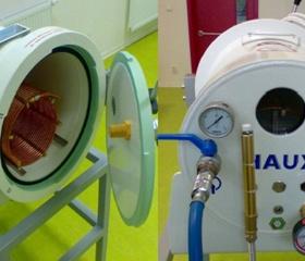 Experimentální hyperbarická komora Haux s přímým vodním ohřívacím systémem, který je předmětem patentového řízení Pracoviště mikrobiologie a imunologie Katedry biomedicínských oborů LF OU.