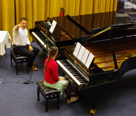 Klavírní duo Novotná - Michel uvedlo skladby českých autorů V. Nováka, P. Ebena, E. Drigy, K. Slavického a B. Smetany
