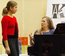 Helena Suchárová Weiser učí děti ze základních uměleckých škol