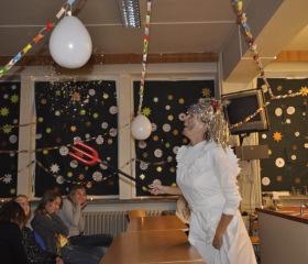 Ze studentů učitelství chemie se stali čerti a andělé