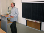 Moderátor dr. Smolka zahajuje konferenci