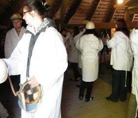 Kutná Hora; před vstupem do stříbronosného podzemí