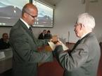 Hydrologický seminář – Děkan PRIF UK v Bratislavě doc. Milan Trizna předává ocenění prof. Křížovi
