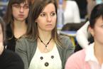 Přednášek se zúčastnil velký počet studentů všeobecného lékařství i nelékařských oborů všechny. Vyslechli je s nevšedním zájmem a kladli i řadu všetečných otázek.  (10/36)