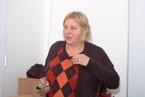 Značně nachlazená PhDr. Hana Malinová, CSc., statutární zástupce charitativní organizace ROZKOŠ bez RIZIKA obětavě a poutavě hovořila o bezplatných vyšetřeních v terénu i další pomoci, kterou tato organizace poskytuje všem zájemcům. (15/36)