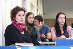 Přednášek se zúčastnil velký počet studentů všeobecného lékařství i nelékařských oborů všechny. Vyslechli je s nevšedním zájmem a kladli i řadu všetečných otázek.  (27/36)
