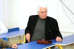 Štěpán Neuwirth, bývalý tiskový mluvčí Zdravotně sociální fakulty, ale také spisovatel, publicista a novinář, nezištně věnoval studentům 340 výtisků své knihy Puls nemocnice. (4/36)