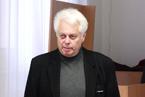 Štěpán Neuwirth, bývalý tiskový mluvčí Zdravotně sociální fakulty, ale také spisovatel, publicista a novinář, nezištně věnoval studentům 340 výtisků své knihy Puls nemocnice. (6/36)