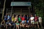 Členové expedice před stanicí KBFSC