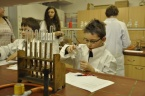 Návštěva nadaných dětí v chemické laboratoři