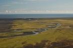 Meandrující řeka Skógá před ústím do Atlantského oceánu, vzdušnou čarou cca 14 km od sopky Eyjafjallajökull (červenec 2010)