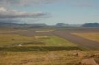 Islandská dálnice/cesta č. 1 obepínající celý ostrovní stát, vzdušnou čarou cca 13 km od sopky Eyjafjallajökull (červenec 2010)