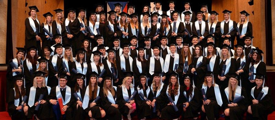 Lékařská fakulta je nasvé absolventy hrdá