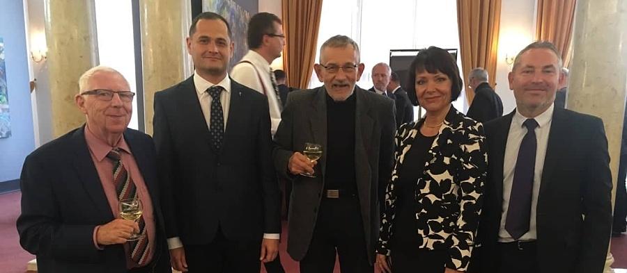 OU udělila titul doctor honoris causa prof. Miloši Štědroňovi