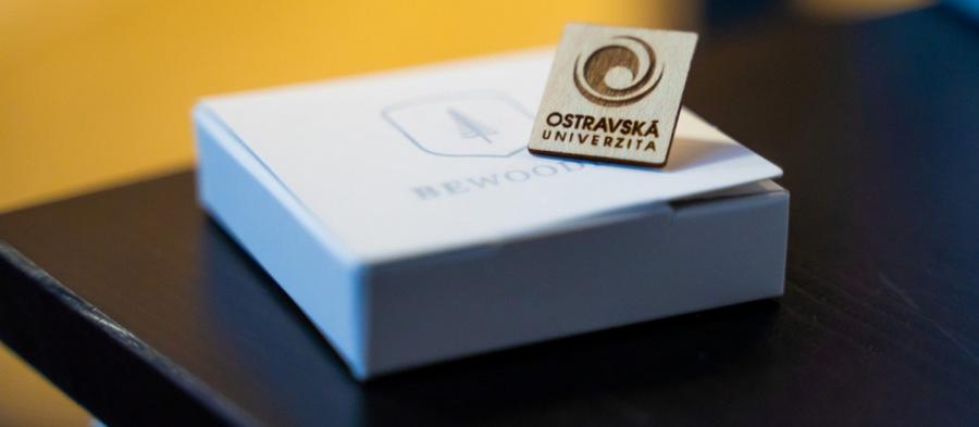Pořiďte originální vánoční dárky zOstravské univerzity